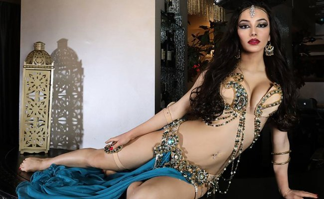 syrena-nikole-oomph - Belly Dancers
