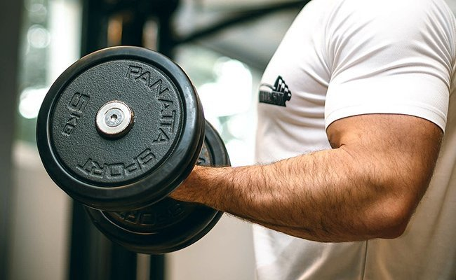 lock-your-elbows - Biceps Training Tips