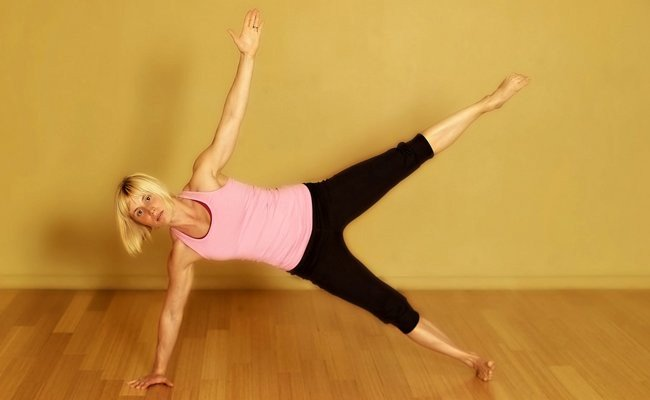 side-plank-combined-with-leg-lift - HIIT Cardio Workout