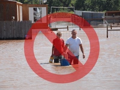 avoid-wading-through-flood-waters